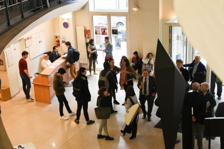Public-arriving-at-CRR-de-Paris-for-final-round---2-May-2018---low